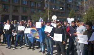 Ceferiștii pichetează zile la rând Ministerul Transporturilor și Guvernul României