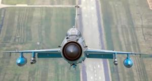 MiG 21 LanceR, la pământ. Pilotul a reușit manevra de catapultare