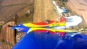 """Spectacol aviatic pe aerodromul Clinceni. Înaltă acrobație aeriană cu """"Hawks of Romania"""" la """"Clinceni FLY-IN"""""""