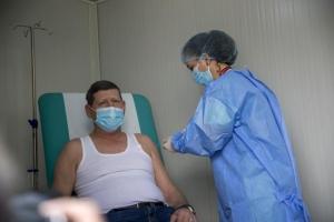 VIDEO - Start la vaccinarea populației în Centrul mobil MApN, aflat în comuna Afumați. Ce-a făcut președintele Iohannis cu ocazia vizitei la unitate