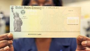 A pornit mașina de tipărit bani. Fericiții care vor încasa 1.400 de dolari